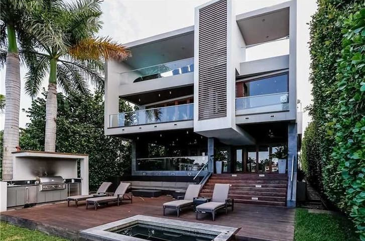 Luxury Waterfront on Palm Island - 6 Month+ Only - Miami Beach - Rumah