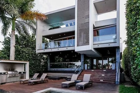 Luxury Waterfront on Palm Island - 6 Month+ Only - Miami Beach - Hus