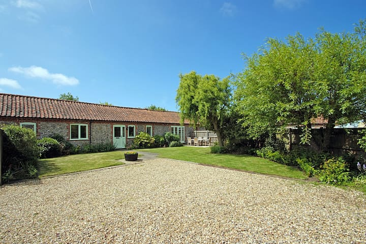 Priory Cottage - peaceful comfort in coastal spot