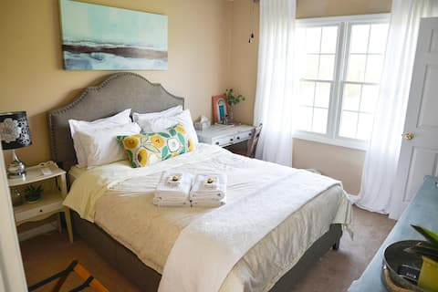 Bedroom with Queen Bed in Bright Family Home - A