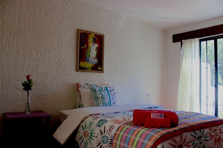 Lovely room in the heart of Coyoacan.