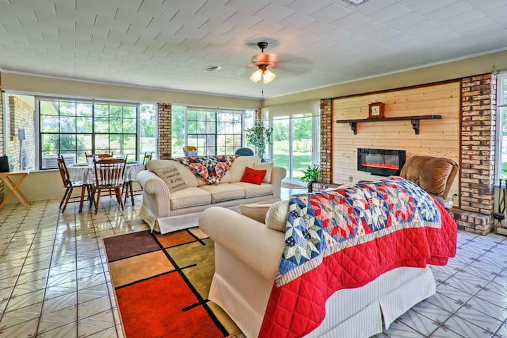 Rural Baton Rouge Area Home w/Patio & Fishing Pond
