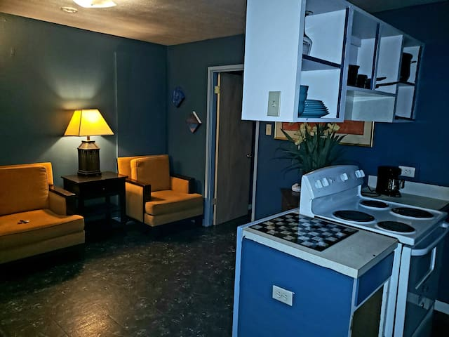 Unit K. 1 bedrm Apartment W/ full kitchen & bath.