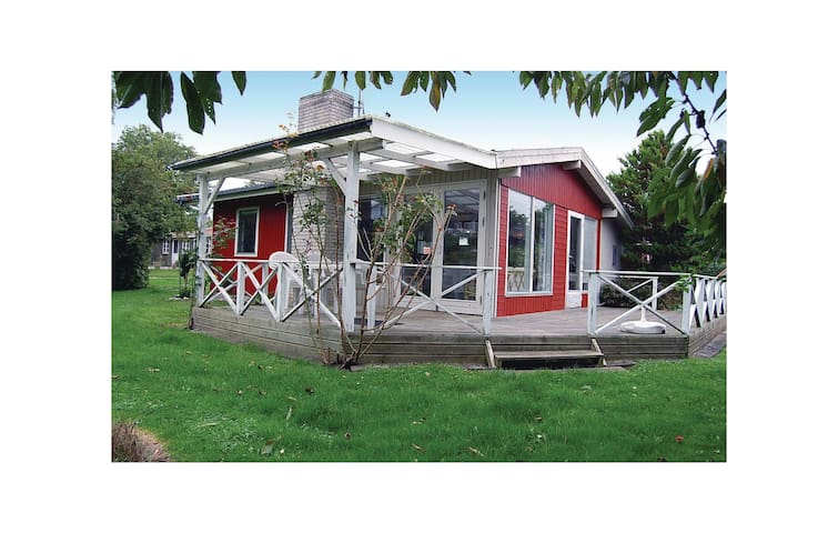 Holiday cottage with 2 bedrooms on 60 m² F04677
