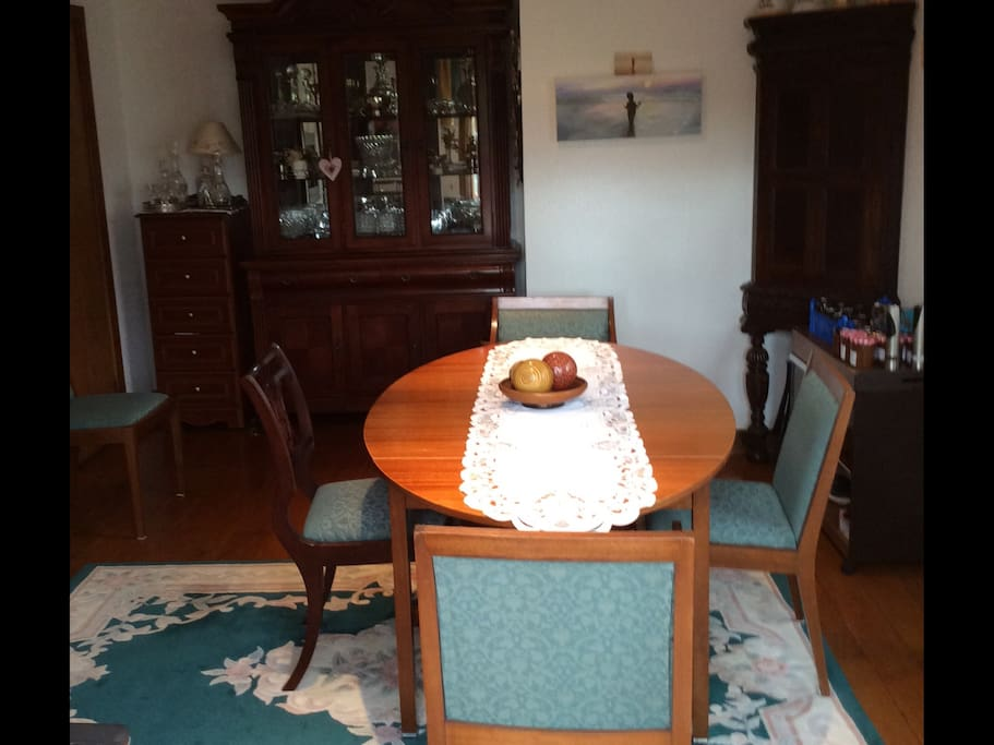 Dining room choice of English or continental  breakfast (please order on arrival)