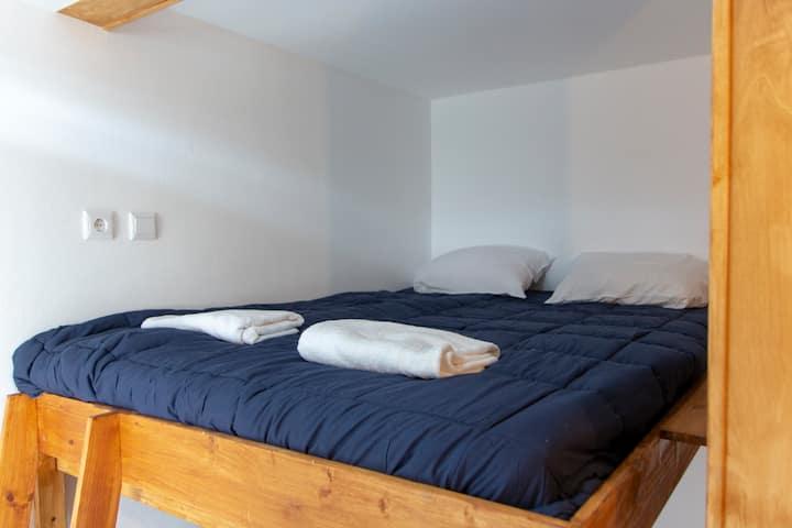 Hostel   Blue Room   Private WC   Centre Aveiro