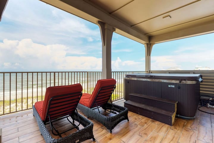 Oceanfront & dog-friendly home w/beach access, private hot tub