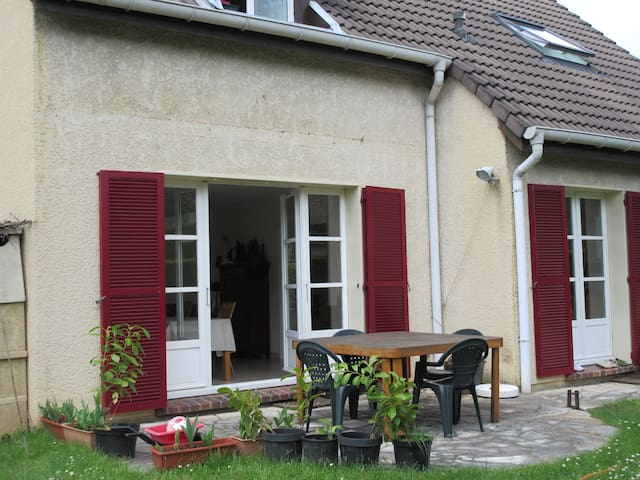 COSY FAMILY HOME & GARDEN FOR PEACEFUL PARIS VISIT - Verrières-le-Buisson - Ev