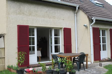 COSY FAMILY HOME & GARDEN FOR PEACEFUL PARIS VISIT - Verrières-le-Buisson - 独立屋