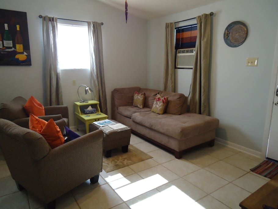 Quiet Lil 39 Suite Uptown King Bed Parking Apartments For Rent In New Orleans Louisiana