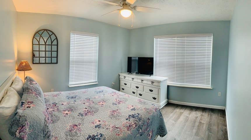 Queen bedroom downstairs with easy access