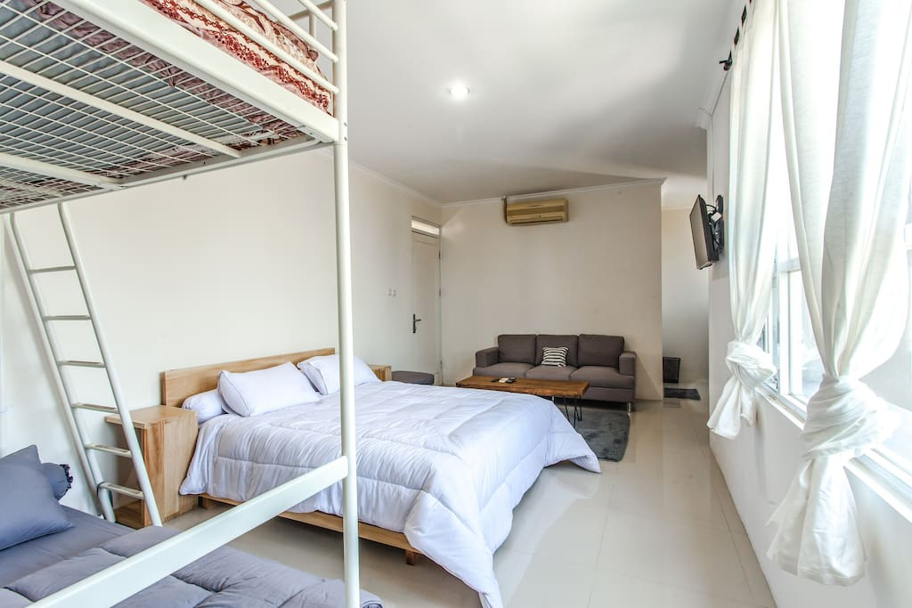 Cozy Master Bedroom can take up to 8 people here