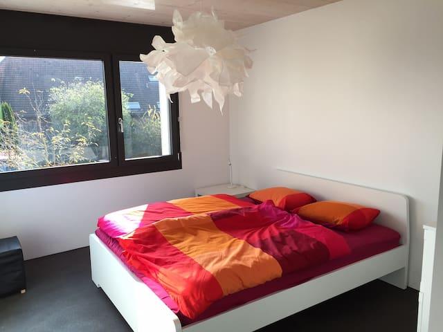Weisses Bett im Grünen - Biberist - B&B