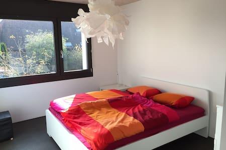 Weisses Bett im Grünen - Biberist