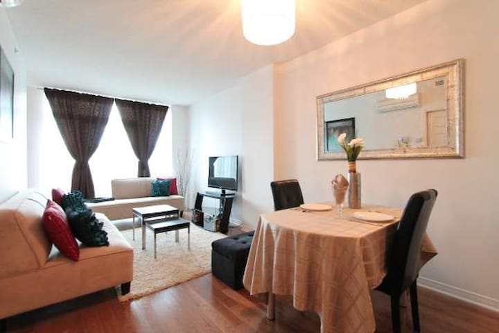 Trendy 8th Floor Condo Apartment with Pool & Gym