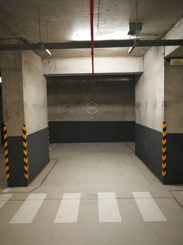 Private Carpark / Cochera privada