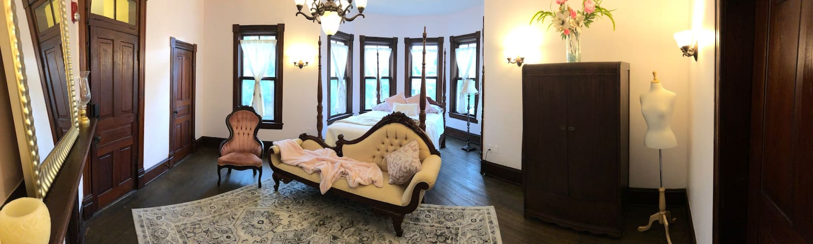 The Master Suite - The Manor On Main Street