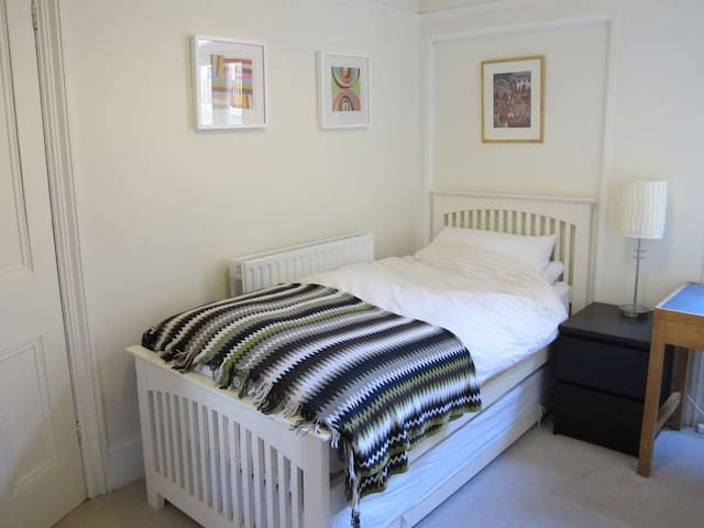Private single room in Queens Park - Brighton - House