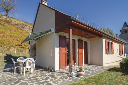 Holiday cottage with 2 bedrooms on 71m² in Le Fau