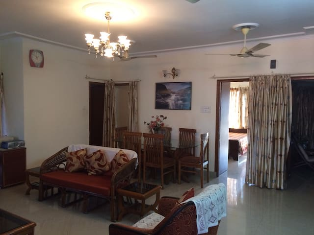 Centrally Located Beautiful 3bdr Apt w/ Doorman - Chandigarh - Byt