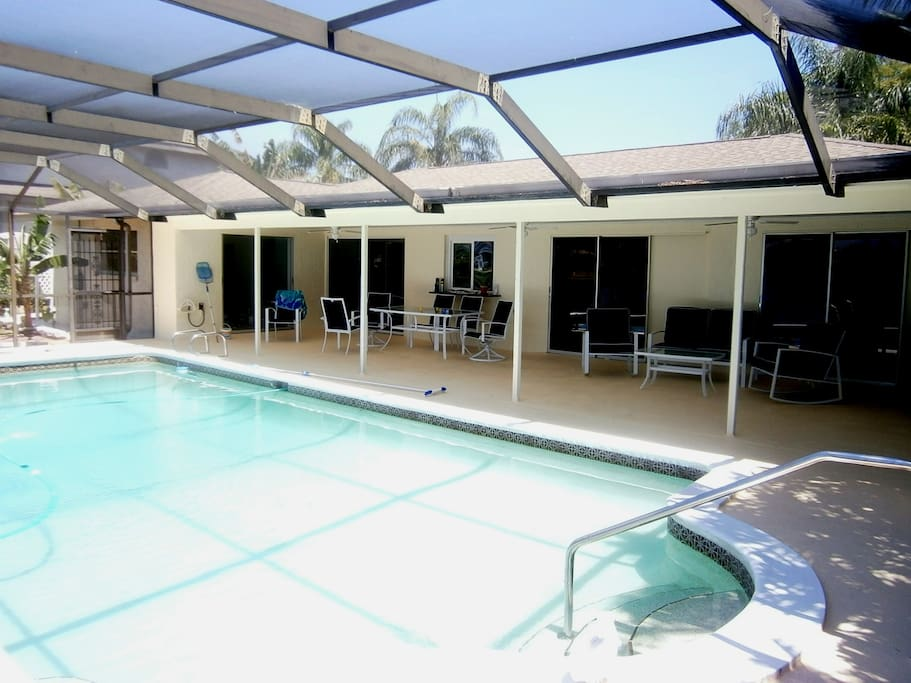 """Spacious and  Relaxing Lanai and Big Pool ~ Bigger than most ~ Come live the """"Good Life"""""""