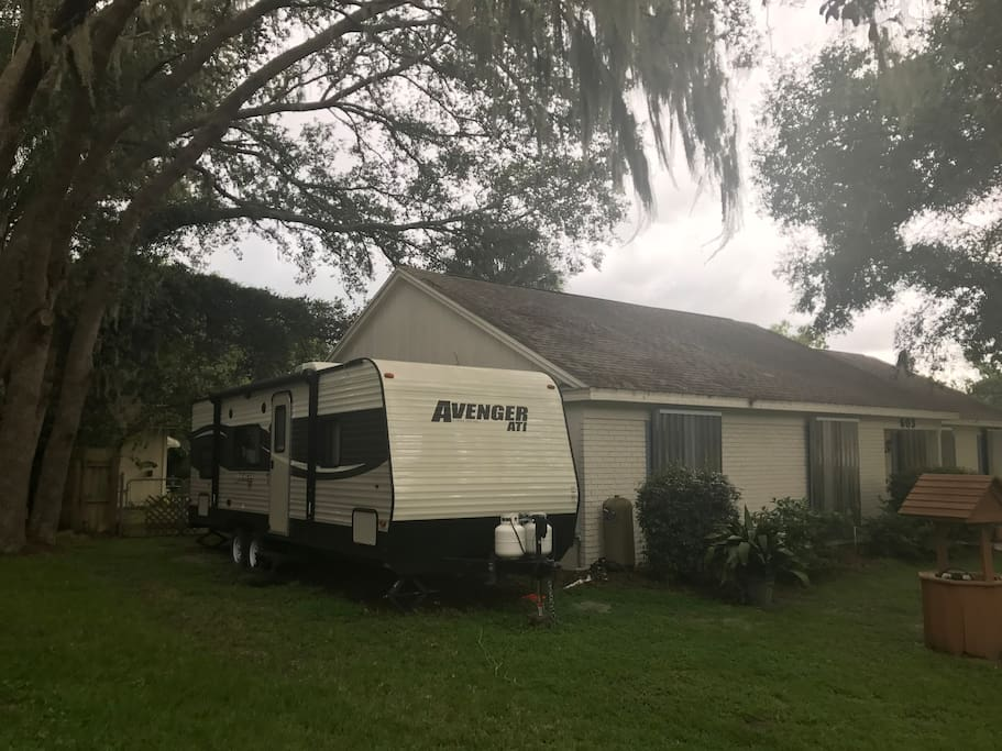 30ft camper that sleeps 4 comfortably. Queen bed and bunk bed with bathroom and kitchen. Pending weather upon your arrival and your request we will pull awning out for you.