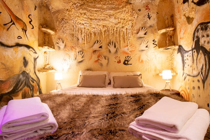 1. Extraordinary Cave La Grotte Insolite Sarlat
