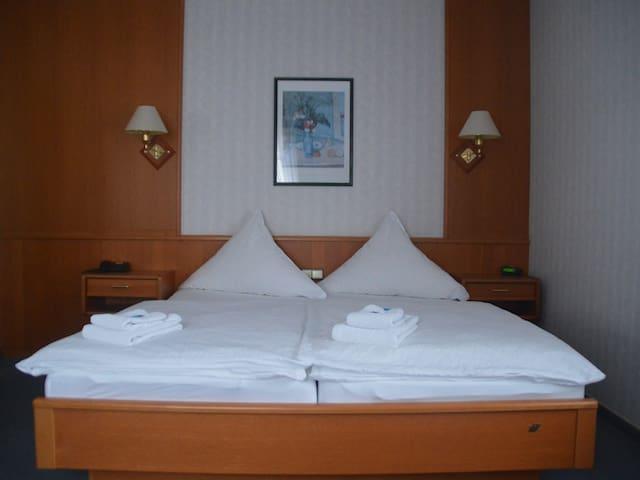 Doppelzimmer mit Innenstadtblick