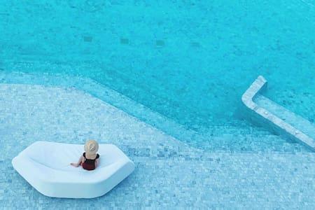 63Veranda /Instagr国际潮人打卡地/最美沙滩/临海泳池/中天夜市/螃蟹餐厅/水上市场
