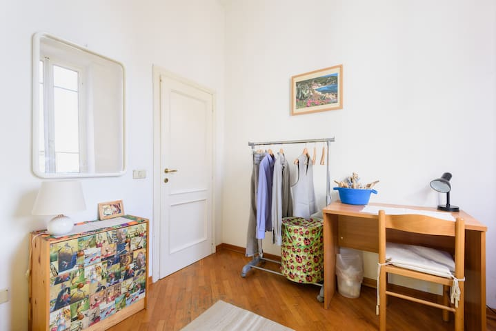 Bright Single Bedroom - Siena - Appartement