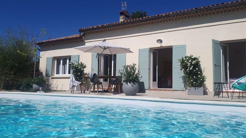 En provence villa piscine chauffee .6 pers