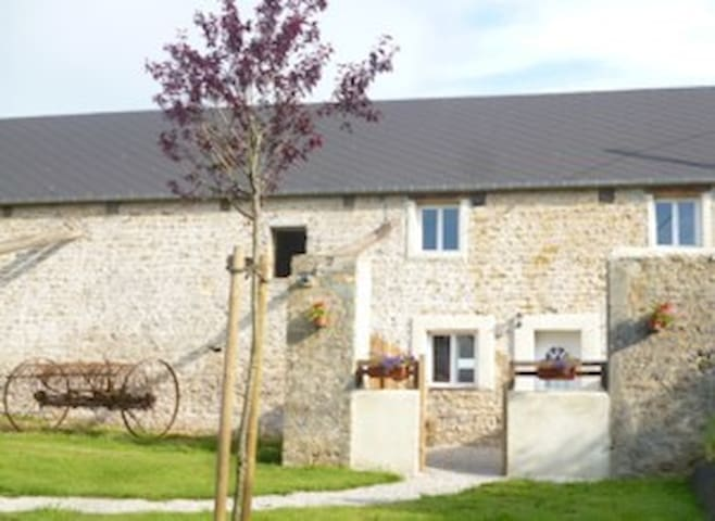 SPACIOUS COTTAGE in the heart of Normandy - Cretteville - Hus