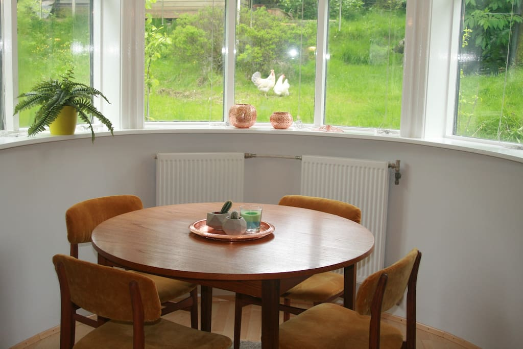 The dining table with a garden view ...