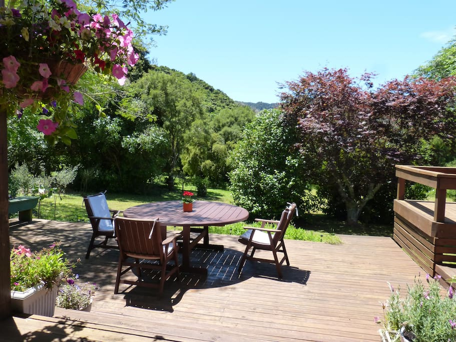 Outside seating and dining area with BBQ overlooking the garden, hills and Tirimoana Reserve with a stream - a lovely, peaceful place to have your meals, relax, read a book, meditate, drink a glass of wine and enjoy the sounds of nature & the birds.