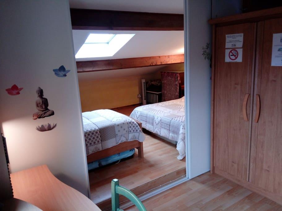 Chambre sur mezzanine 1 4 adultes lit b b huizen for Mezzanine chambre adulte