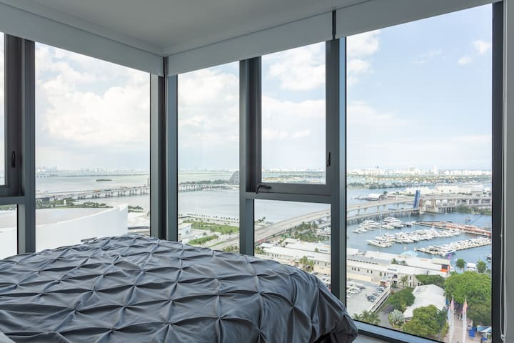 Modern Two Bedroom near Brickell w/ Amazing view