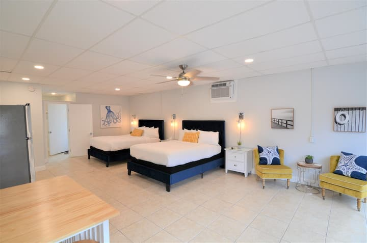 2 QN Beds-Pet Friendly Studio/ Heated Pool Access