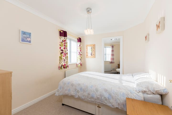 ✭ Ground Floor ✭Private Shower Room ✭2 Double Beds