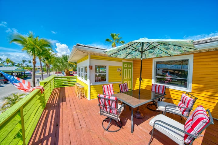 New to the Market, Gulf Moon at Blue Chair Inn, Beach House in the Heart of FMB!