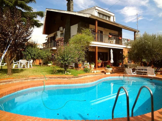 Catalunya Casas: Majestic Villa Barbara, just 15km from Barcelona and 200m from the train!