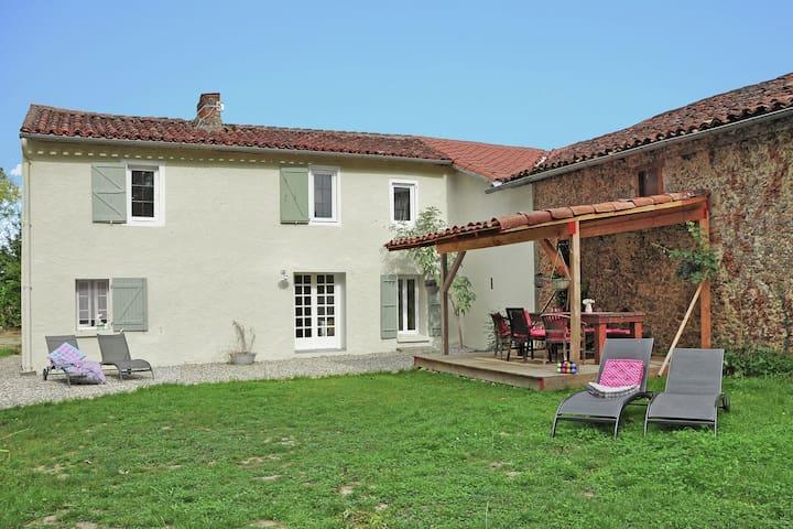Bella villa con piscina ad Artigat