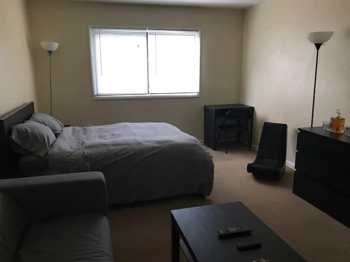 1 - Private Bath, Wlk in Closet, WiFi, TV w/ CBL,