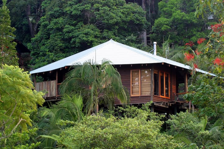 Luxury treehouses with Lake views - North Maleny - Cabin