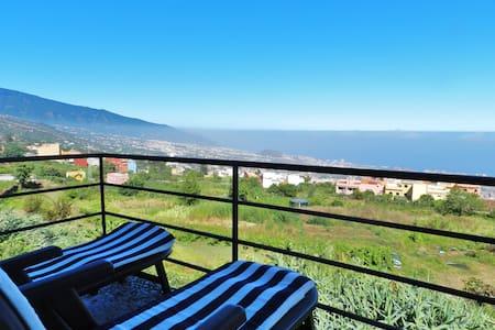 Casa con vistas al Teide y al mar. - Hus