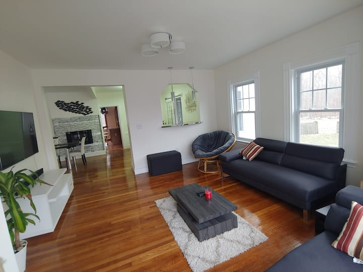 Relaxing 3 bedroom Luxury Home with many amenities