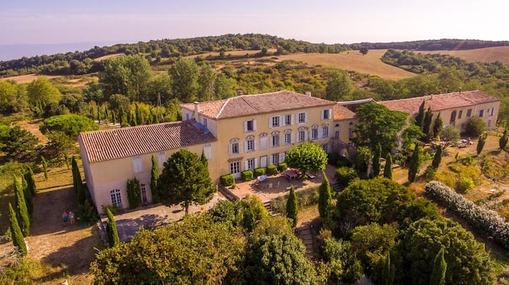 Magical & Secluded Domaine. Pool & stunning views.