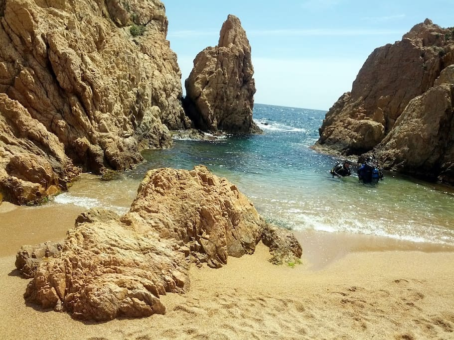Small beach ideal for children.  Also Tossa is famous for scuba diving.