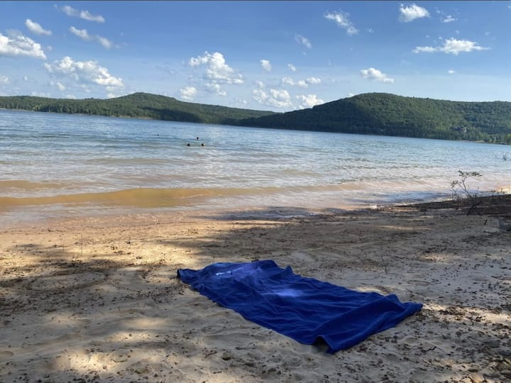 Beach, Real Cabin, & Wifi Greers Ferry Lake