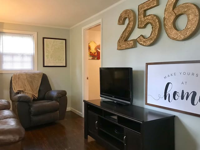 Walk downtown from cozy 2 BR - edge of 5 Points