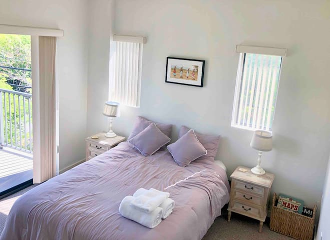 Quality one bed+ bath in modern apartment